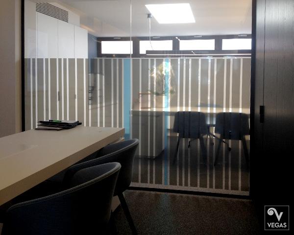 transparante raamfolie in 2 kleuren, als kantoorafscheiding